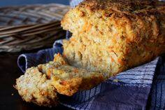 Leipävuokaan tehtynä Tämä leipä on kaikkea muuta kuin kuiva leivänkäntty. Mehukas porkkanaraaste tekee leivästä mehevän ja mieleisillään täytteillä varustettuna leipä on todella ruokaisa välipala. Leipä kannattaa leikata paloiksi hieman jäähtyneenä....