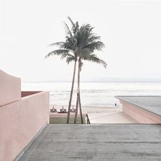 Today we're dreaming of a relaxing vacation by the beach. Where would you like to spend today? Kinfolk Magazine, The Beach, Pink Beach, Pink Aesthetic, Aesthetic Indie, Belle Photo, Summer Vibes, Summer Grunge, Pink Summer