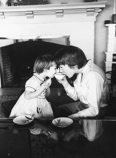 Shirley MacLaine with daughter Sachi Parker at home, photographed by Allan Grant, 1959.