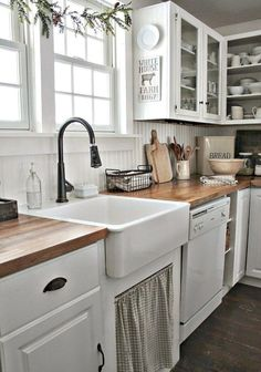 4 Prosperous Cool Tips: Kitchen Remodel Contemporary Marble Countertops new kitchen remodel ideas.Kitchen Remodel Diy Before After kitchen remodel grey walls.New Kitchen Remodel Ideas. Farmhouse Kitchen Cabinets, Farmhouse Style Kitchen, Modern Farmhouse Kitchens, New Kitchen, Home Kitchens, Farmhouse Decor, Farmhouse Small, Kitchen Country, Kitchen Rustic
