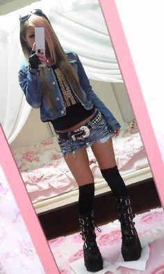 totally need those shoes. and her look, looks amezing Gyaru Fashion, Harajuku Fashion, Kawaii Fashion, Punk Fashion, Lolita Fashion, Asian Fashion, Fashion Outfits, Womens Fashion, Japanese Street Fashion