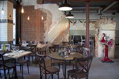 Rotterdam. De vleeskantine op Katendrecht is een echte must see! Bij C.E.O Baas van het vlees wordt enkel gekookt met het vlees van het Blank Angus rund uit Texas. Dit restaurant is van geboren Amsterdammer Mario Ridder, hij heeft gewerkt in de keukens van Parkheuvel en Zwethheul.