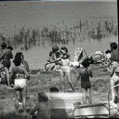 V Dunaji sa kúpali davy ľudí. Pozrite si staré fotografie bratislavského Lida – Denník N Bratislava, Wrestling, Lucha Libre