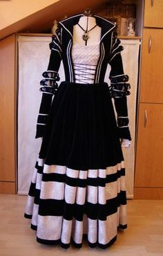Zeitreise-WIP - Ein Renaissancekleid nach Lucas Cranach - Seite 37 - Anne Liebler ist die Hobbyschneiderin - Forum I really want one of this type of dress! Renaissance Mode, Renaissance Fashion, Renaissance Clothing, Historical Clothing, Medieval Costume, Medieval Dress, African Fashion Dresses, African Dress, 16th Century Fashion