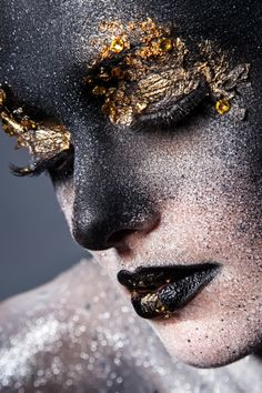 Sfx Makeup, Beauty Makeup, Makeup Inspo, Makeup Inspiration, Fantasy Make Up, Gold Face, Black Women Art, Free Makeup, Face Art