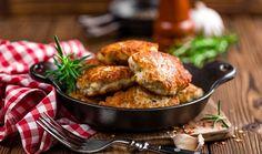 Εύκολη συνταγή για light μπιφτέκια γαλοπούλας για όσους θέλουν να προσέξουν τη διατροφή τους. Και νόστιμα και υγιεινά. Συνοδέψτε τα με ψητά λαχανικά ή με μια πράσινη σαλάτα.