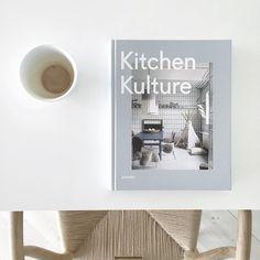 1,021 отметок «Нравится», 21 комментариев — Nina Holst (@stylizimoblog) в Instagram: «Coffee and new book ✔️»