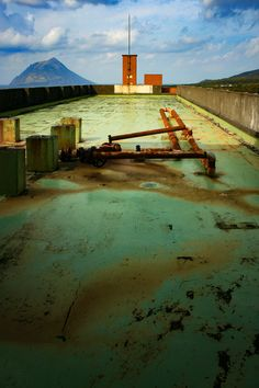 The uninhabited island seen from a roof of the abandoned hotel  廃ホテルの屋上にて、秘境の無人島・8J小島を望む。