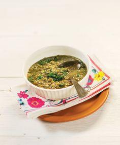 Lentilha com espinafre | Receita Panelinha: Para variar, experimente fazer lentilha em vez de feijão: o preparo é mais prático, não precisa deixar de molho nem cozinhar na pressão. Nesta versão caprichada vai um maço de espinafre no fim do cozimento.