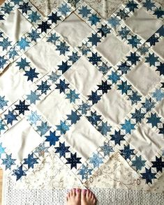 Blue And White Quilts To Make Quilts Blue And White Weekend Well Spent My Aurora Is Almost Ready For Quilting Bluebarn A Blue Quiltswhite Quilt Blue And White
