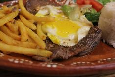 Bitoque - Portuguese steak with egg Always get this when I'm in little Portugal Portuguese Steak, Portuguese Recipes, Steak Recipes, Cooking Recipes, Tomato And Onion Salad, Brunch, Steak And Eggs, Delish, Dinner Recipes