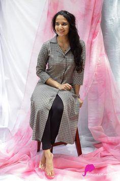 Simple Kurti Designs, Kurta Designs, Blouse Designs, Dress Indian Style, Indian Dresses, Indian Wear, Indian Designer Outfits, Designer Dresses, Silk Kurti