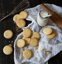 A soetkoekie recipe passed down three generations, that promises to deliver a buttery, flaky and sweet soetkoekie - and will wow your tea time guests. Buttery Cookies, Yummy Cookies, Vanilla Essence, Cookie Dough, Tea Time, Cookie Recipes, Recipies, Stuffed Mushrooms, Baking