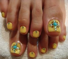 Multi colored thumb.. love the yellow with a hint of teal...