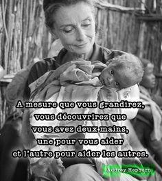 """""""A mesure que vous grandirez, vous découvrirez que vous avez deux mains, une pour vous aider et l'autre pour aider les autres."""" Audrey Hepburn"""
