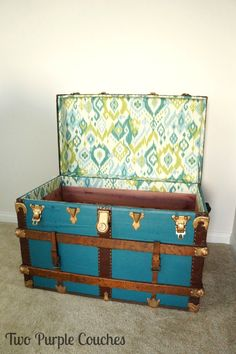 DIY No Sew Fabric Lining for a Vintage Trunk. This simple tutorial shows you how to line a trunk with patterned fabric. via Two Purple Couches Old Trunks, Vintage Trunks, Trunks And Chests, Vintage Suitcases, Vintage Luggage, Antique Trunks, Trunk Redo, Trunk Makeover, Furniture Makeover