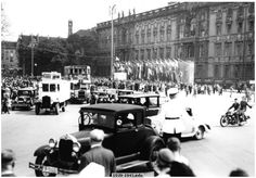 Berlin Olympics, flags jewelry front of the City Palace, 1936. Bundesarchiv