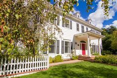 Emily Blunt and John Krasinski Colonial Style Home in Ojai CA for sale comes with lovely interior and white picket fence