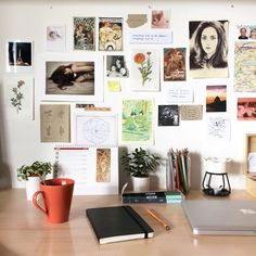 Personalizing your space and surrounding yourself with things that make you happy and inspire you will surely help you amp up that productivity. ideas para decorar tu cuarto Ideas For Making Your Desk 🏠 Study Room Decor, Bedroom Decor, Desk Inspiration, Desk Inspo, Uni Room, Aesthetic Room Decor, Dream Rooms, Decoration, Home Decor