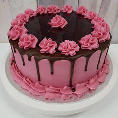 Cake Decorating Frosting, Cake Decorating Designs, Cake Decorating For Beginners, Cake Decorating Videos, Cake Designs, Pretty Birthday Cakes, Pretty Cakes, Cake Shop Design, Whipped Cream Cakes