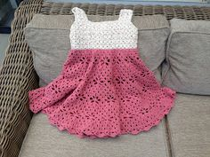 Annoo's Crochet World: Little Girl Vintage Dress Free Pattern •✿•  Teresa Restegui http://www.pinterest.com/teretegui/ •✿•
