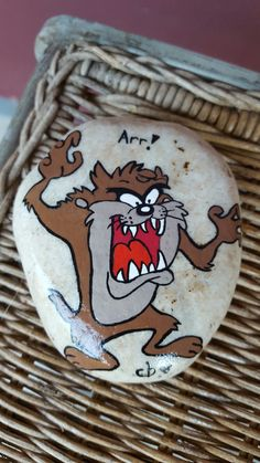 Pebble Painting, Pebble Art, Stone Painting, Stone Crafts, Rock Crafts, Cartoon Painting, Cartoon Art, Painted Boards, Painted Rocks