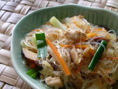 Sam Choy's Chicken Long Rice--a luau favorite Rice Recipes, Asian Recipes, Chicken Recipes, Cooking Recipes, Ethnic Recipes, Chef Recipes, Cooking Ideas, Food Ideas, Hawaiian Dishes