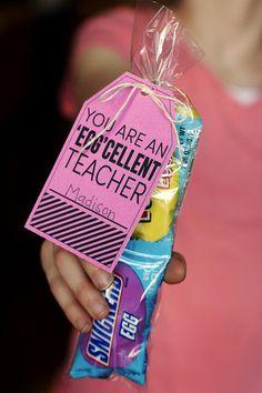 Homemade Gift Idea: Vanilla Sea Salt Printable Easter Teacher Appreciation Tag Crochet Baby Black Sheep Teacher Appreciation Gifts Teacher a. Easy Teacher Gifts, Teacher Treats, School Treats, School Gifts, Student Gifts, Fun Gifts, School Stuff, Classroom Treats, Staff Gifts
