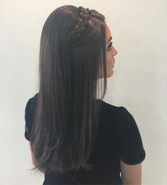 Pin on make up e hair 2 Braids Hairstyles, Open Hairstyles, Bride Hairstyles, Front Hair Styles, Curly Hair Styles, Korean Hair Color, Bridal Hair Inspiration, Hair Styler, Light Hair