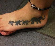 Family Tattoos For Women On Foot A foot tattoos written by: Tattoos Bein, Mom Tattoos, Trendy Tattoos, Body Art Tattoos, Small Tattoos, Tattoos For Guys, Tatoos, Colorful Tattoos, Quote Tattoos