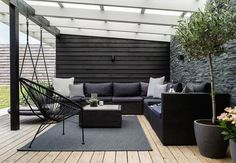 i Greve Lovely lounge area on the terrace with comfy and modern garden furniture and green plants.Lovely lounge area on the terrace with comfy and modern garden furniture and green plants. Modern Garden Furniture, Modern Garden Design, Patio Design, Outdoor Furniture Sets, Furniture Ideas, Black Furniture, Modern Design, Pergola Designs, Furniture Dolly