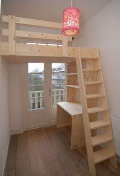 Stoere hoogslaper / videbed met bureau en boekenkast eronder