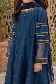Pakistani Kids Dresses, Pakistani Suits, Fancy Dress Design, Frock Design, Party Wear Dresses, Dress Suits, Suit Fashion, Kids Fashion, Casual Wear