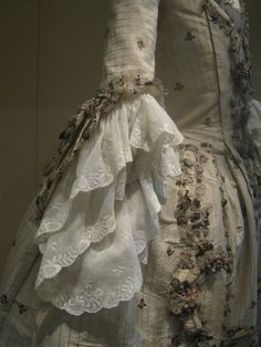 Beautiful 18th century gown