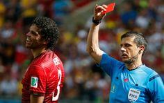 Árbitro Milorad Mazic expulsa Pepe, de Portugal, contra a Alemanha arena Fonte Nova  (Foto: Agência Reuters)