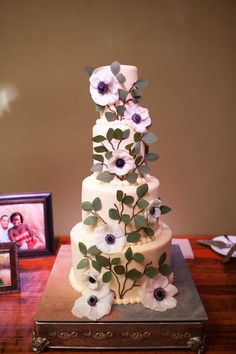 Anemones and leaves adorn this wedding cake.  Photo:  Carlea J Photography; Cake:  Barr Mansion