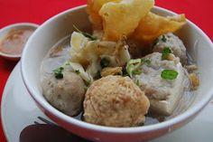 Resep cara membuat bakwan malang asli komplit dari mulai cara membuat bakso, pangsit, sambal, dan kuah.