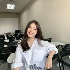 Image may contain: 1 person, standing and indoor Julia Baretto, Ulzzang Korean Girl, Casual Looks, Asian Beauty, Coat, Worship, Wattpad, Indoor, Kpop