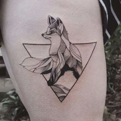 An adorable geometric fox tattooed by Jasper Andres. JasperAndres geometry nature fox triangle