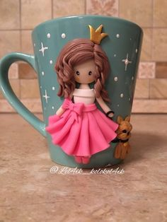 Polymer Clay People, Polymer Clay Figures, Polymer Clay Dolls, Polymer Clay Projects, Clay Jar, Clay Mugs, Coffee Cup Crafts, Cup Decorating, Mug Art
