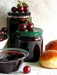 Meggylekvár - Kifőztük, online gasztromagazin Hungarian Recipes, Canning Recipes, Chocolate Fondue, Preserves, Pesto, Main Dishes, Spices, Food And Drink, Pudding