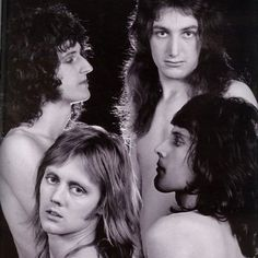After looking at the guys in the case, Mick Rock agreed to take pictures for the cover of the album Queen II. Queen Photos, Queen Pictures, Queen Freddie Mercury, John Deacon, Queen Banda, Freddie Mercuri, Beatles, Roger Taylor Queen, Queen Ii