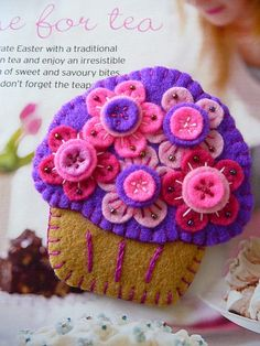Cupcake Brooch...these must be worn at the cupcakery we'll someday own, @Marci Vandiver