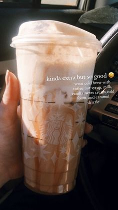 Bebidas Do Starbucks, Healthy Starbucks Drinks, Starbucks Cold Coffee Drinks, Non Coffee Starbucks Drinks, Healthy Coffee Drinks, Starbucks Flavors, Starbucks Hacks, Dunkin Donuts Coffee, Starbucks Secret Menu Drinks