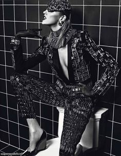 Mario Sorrenti proves he's still got game in this outrageously divine editorial featuring Anja Rubik for Vogue Paris March Anja is the queen of hygiene in this anything but antiseptic fashion story that screams modern woman sensuality and style. Mario Sorrenti, Anja Rubik, Vogue Paris, Trendy Fashion, Fashion News, Women's Fashion, Fashion Editorials, Fashion Tape, Fashion Gallery