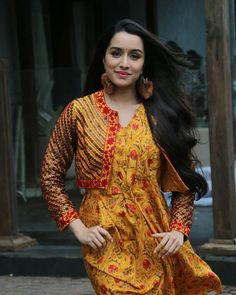 Shraddha Kapoor and Rajkummar Rao at film Stree press meet Bollywood Images, Indian Bollywood, Bollywood Stars, Bollywood Fashion, Bollywood Makeup, Shraddha Kapoor Saree, Shraddha Kapoor Hot Images, Prettiest Actresses, Beautiful Actresses