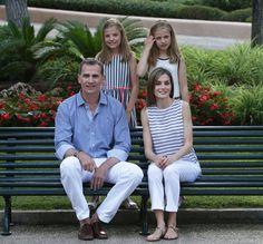 Los Reyes y sus hijas posan un verano más en el palacio de Marivent - Foto 2
