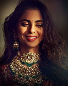 Isha Ambani Bridal Look Photos - Actress Doodles Indian Bridal Fashion, Indian Bridal Makeup, Indian Wedding Jewelry, Bridal Jewelry, Indian Jewelry, Gold Jewelry, Bridal Looks, Bridal Style, Bridal Chura