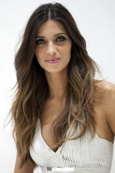 SARA CARBONERO'S DARK BROWN TO LIGHT BROWN OMBRE HAIR