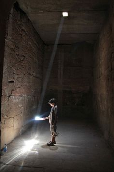 Temple of Karnak in Egypt. Photo by Georgina Allen Light Architecture, Ancient Architecture, Architecture Details, Museum, Light Art, Light And Shadow, Science And Nature, Ancient Egypt, Archaeology
